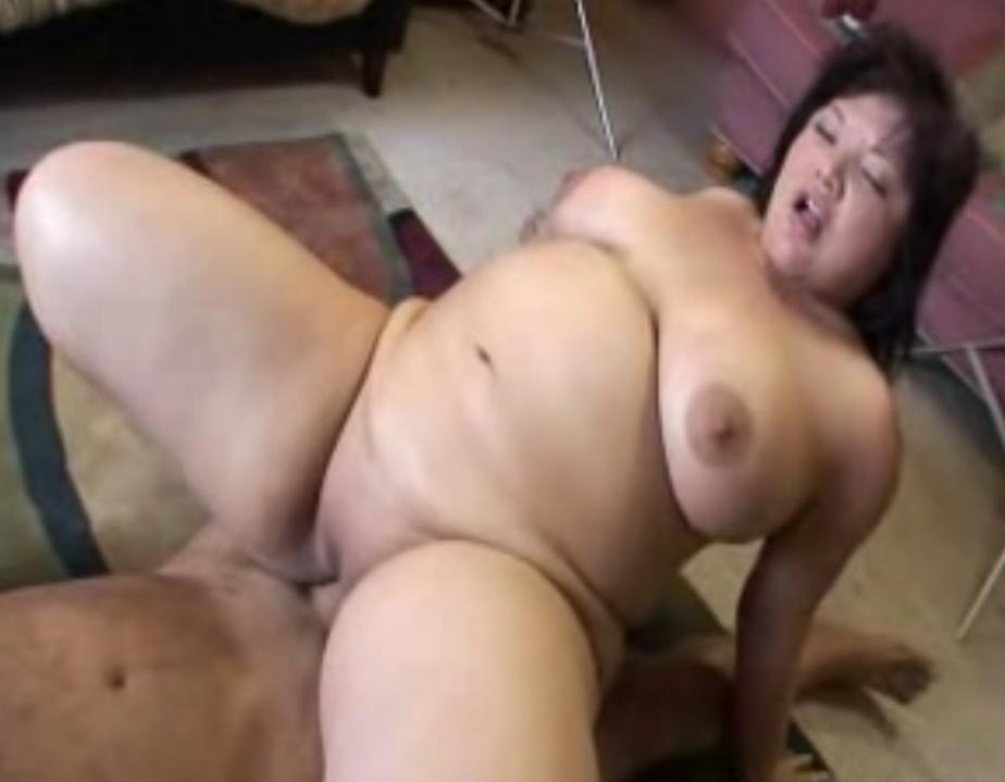 ебет толстую раком видео