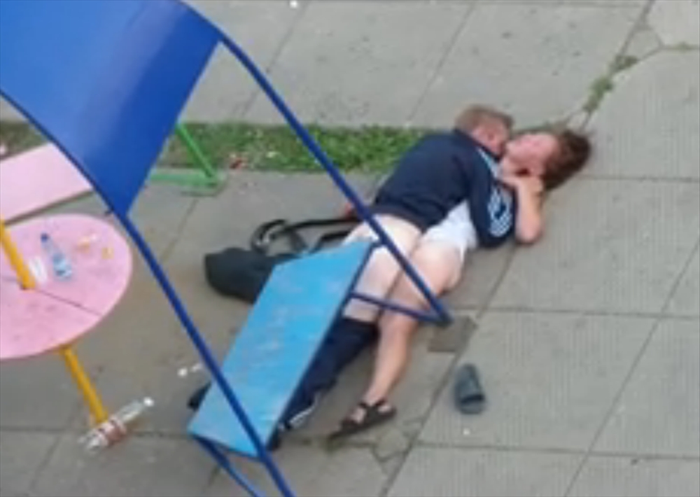 Пьяные в хлам ебутся