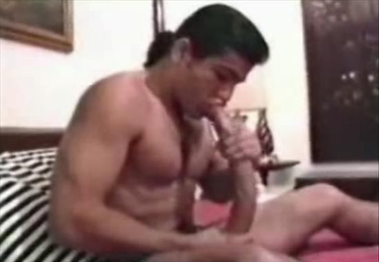 Сам себе делает минет порно фото 550-438