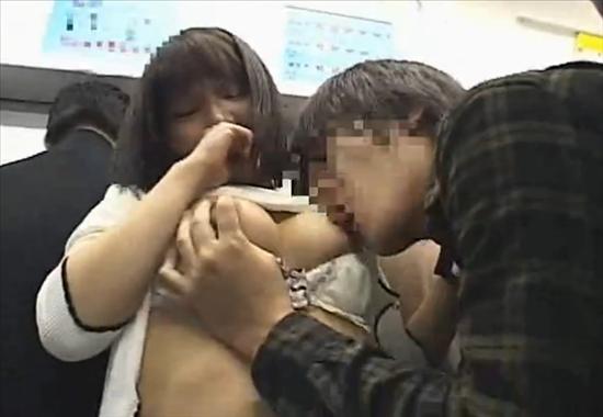 Сексуальные приставания в общественном транспорте к азиаткам фото 112-246