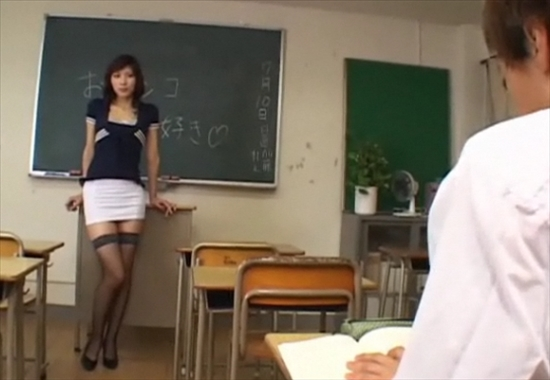 Ученик трахает училку прямо на уроке