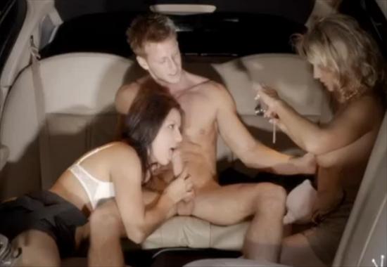 razvratnie-studentki-idut-v-limuzine-video-porno-foto-russkih-v-domashnih