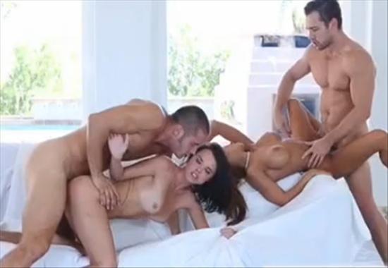 Порно двух молодых пар