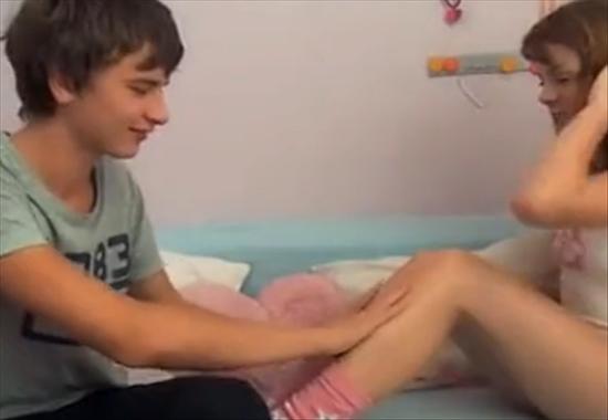 Русская сексуальная сестра соблазнила брата