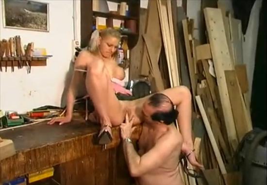 Русская дочь соблазняет отца на секс видео