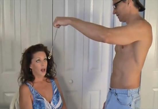 Порно трахнул под гипнозом