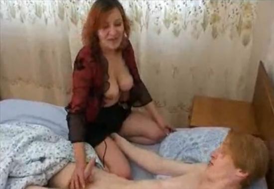 Сын трахнул сексулную маму