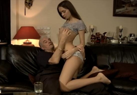 Старый дед соблазнил дома и трахнул молодую тощую внучку