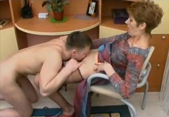 сын лижит письку матери