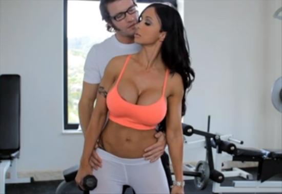 порно фото большие задницы трахаются в фитнес клубе