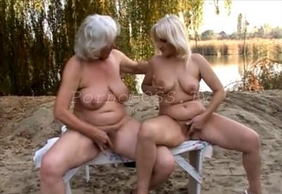 лесбиянки трутся кисками на природе