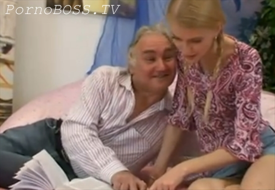 Дед соблазнил и трахнул внучку