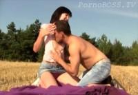 Бурный Секс С Русской Деревенской Блядью В Колхозном Поле