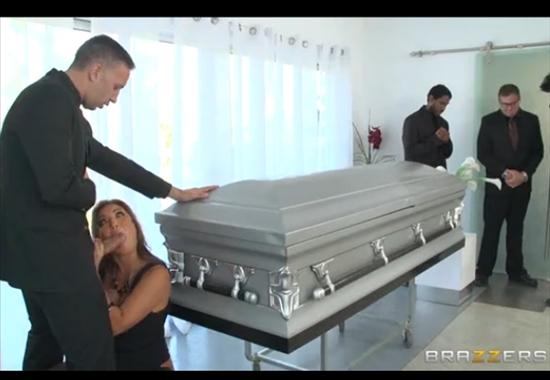 Порноролики после похорон в гараже фото 707-328