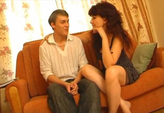 Красивая тетя совратила племянника на лучший инцест по-русски