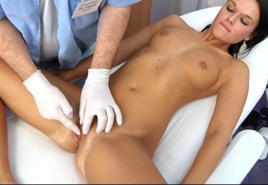Брюнетка на приеме у женского доктора фото 771-774