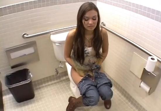 Трахнул молодой офисной сотрудницы в туалете видео — photo 5