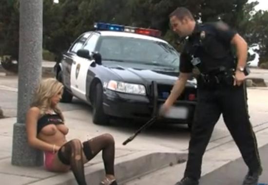 Полицейский выебал задержанную фото 194-319