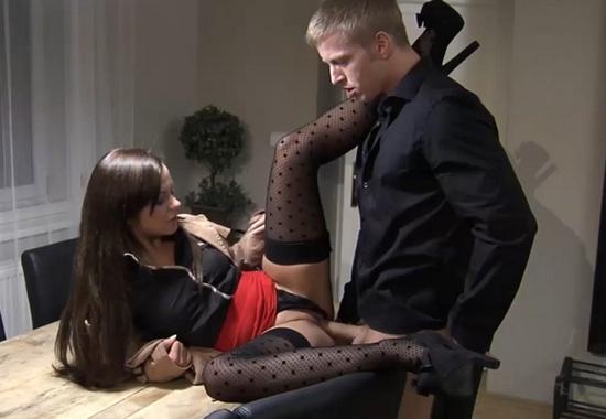 секс на столе в одежде фото