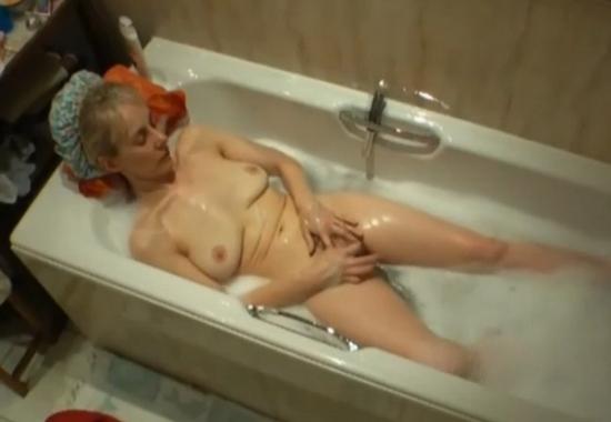 Скрытая камера в ванне видео бесплатно