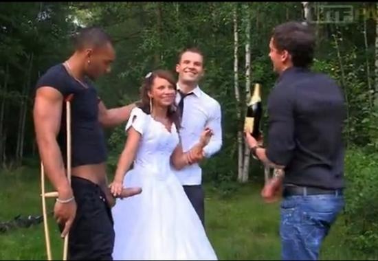Групповуха жених подарил невесту друзьям