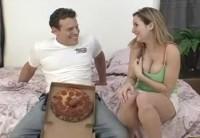 Принёс Девушке Пиццу С Колбасой И Угостил Торчащим Из Неё Членом