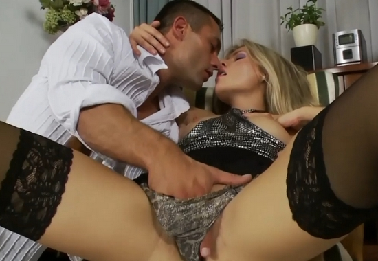 balerini-samaya-krasivaya-blondinka-seks-kisok