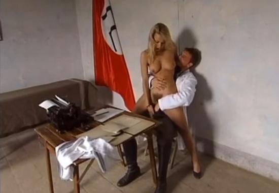Сисястую девушку, голые женщины стриптизерши из италии