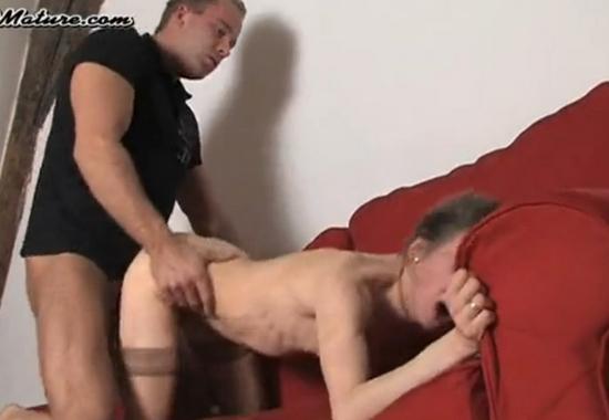 Раздевать зрелых женщин порно