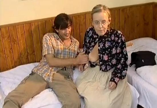 Сын трахает мать и старуху