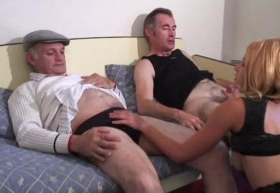 русская проститутка обслуживает клиента