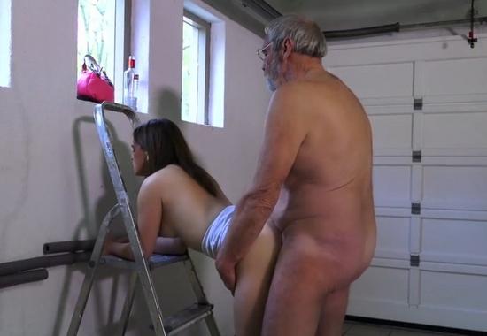 Трахнул подругу в гараже порно фото 447-756