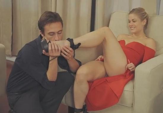 Девушка в красном платье групповой секс мжм порно бесплатно смотреть