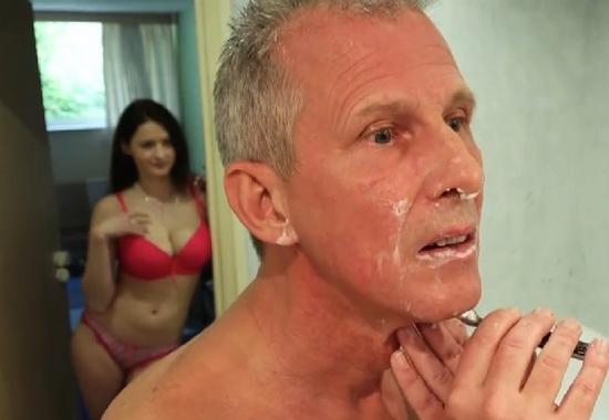 Совратила отца порно онлайн