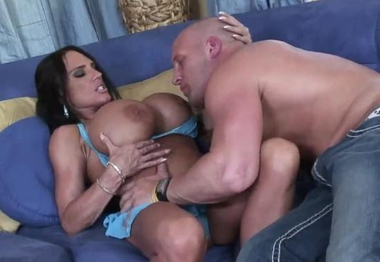 порномодель спортивного телосложения