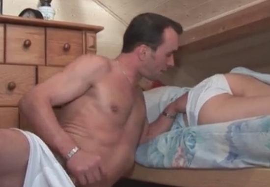 Секс старого отчима и молодой дочки