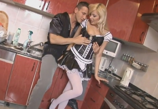 Смотреть бесплатно порно видео как господин отлизал служанке и она фото 505-618