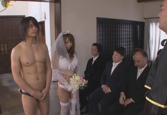Японская невеста изменяет порно