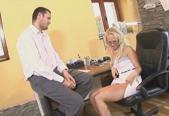Видео Жесткий осмотр при приёме на работу секретаршей