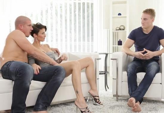 порно итальянская семейная пара фото