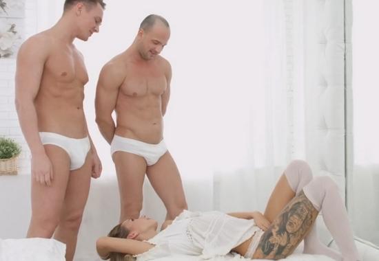 Порно видео порно парней в белых плавках