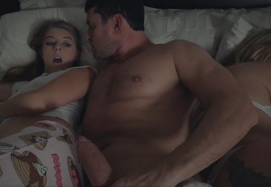 Русское порно по развлекся со спящей мамкой смотреть онлайн