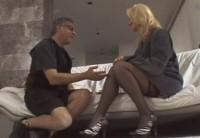 Отец с сыном вызывают проститутку на дом