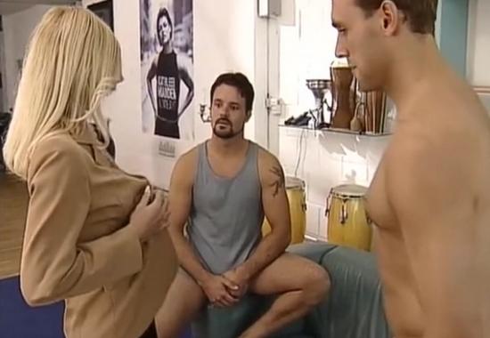 Парный Секс В Комнате Отдыха